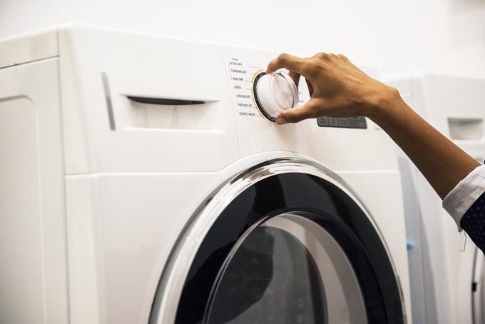 Voordeel waterverzachter: De wasmachine gaat een pak langer mee © rawpixel.com